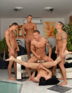 Fotos de homens gostosos fazendo uma boa orgia