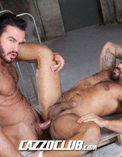 Machos peludos sarados fazendo sexo gay