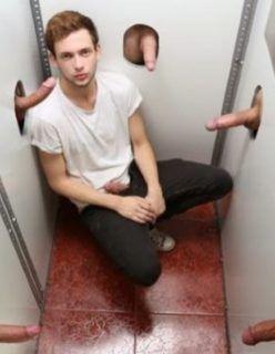 Gay na cabine erótica das pirocas na parede