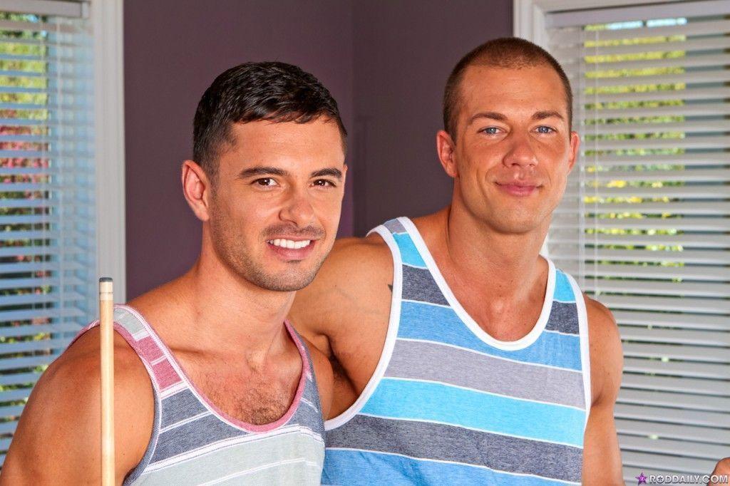 Machos jogadores de sinuca fazendo sexo gay