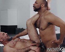 Sexo gay entre homens héteros peludos fodendo
