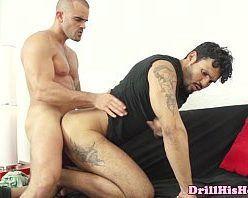 Moreno enrustido seduziu o amigo hétero