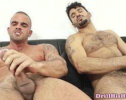 Vídeo de homens pelados fazendo um sexo gostoso
