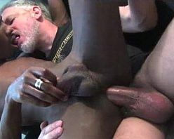 Homem coroa casado comendo cu de gay negro