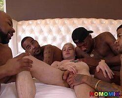Orgia gay em motel com negros comendo veadinho