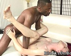 Video sexo gay negro comendo cu do magrinho