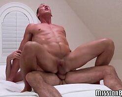 Homems maduros pelados fazendo sexo gay