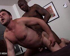 Porno xvideos gay dando a bunda pro negão roludo