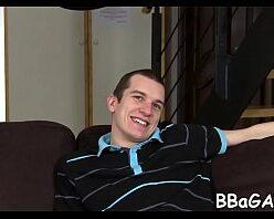 Video de gay branquinho dando cu pra amigo hétero