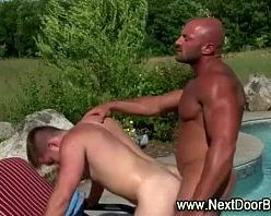 Moreno gostoso enrabando o playboy de piru pequeno