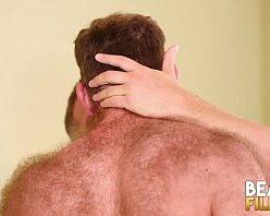 Porno gay com branquinho barbudo dando de quatro