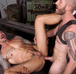 Homens maduros transando depois do treino