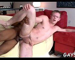 Homem negro comendo cu de loiro branquinho