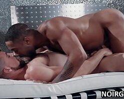 Porno boa foda HD negão comendo cu de branquinho