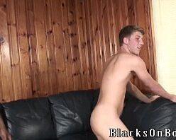 Gay loiro chupando negão e dando sem capa