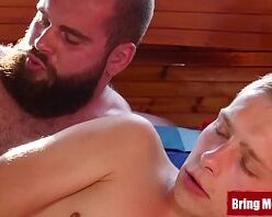 King guy hétero barbudo fodendo gay novinho