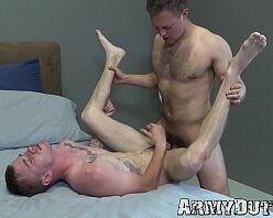 Gay branquinho dando sem camisinha pro dotado