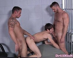 Contoseroticosgay dando a bundinha na cadeia
