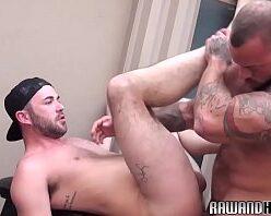 Boy musculoso comendo o cu do branquinho
