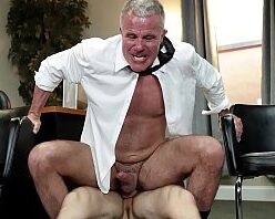 Contos videos gays com funcionário comendo o chefe