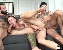 Blog da orgia gay dando para machos dotados
