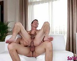 Xvideo porno gay novinho sentando na pica do namorado